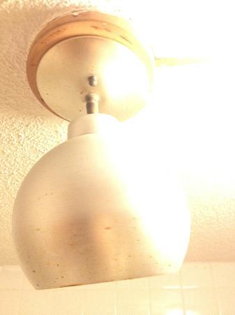 Days Inn McDonough : Vintage heat lamp!