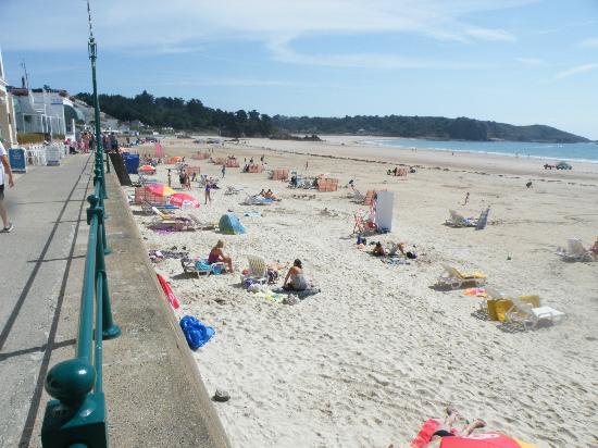 St. Brelade's Bay Beach: St. Brelade's Bay