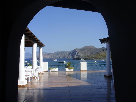 Hotel Eolian: terrazzo dell'hotel