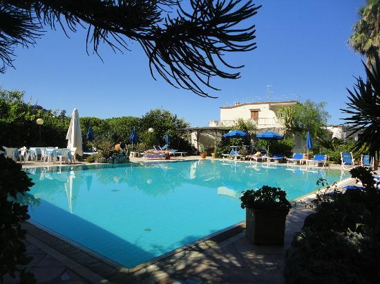 Hotel Villa Melodie: vista della piscina