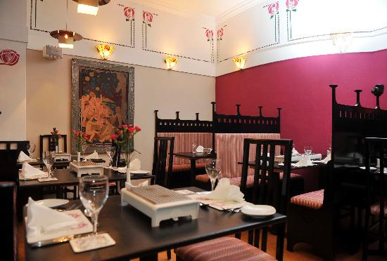 Pataka White Room Set For Casual Dining Inside Pataka