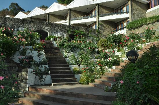 The Pinewood (HPTDC): Entrance to Hotel from garden
