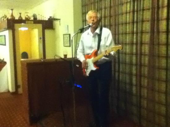 Garve, UK : Dave Boyd - the Guitarist singing old country songs