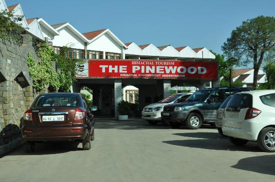 The Pinewood (HPTDC): Entrance to Hotel Pinewood