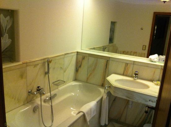 BelArosa Hotel: Badewanne