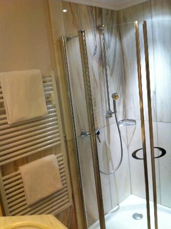 BelArosa Hotel: Dusche