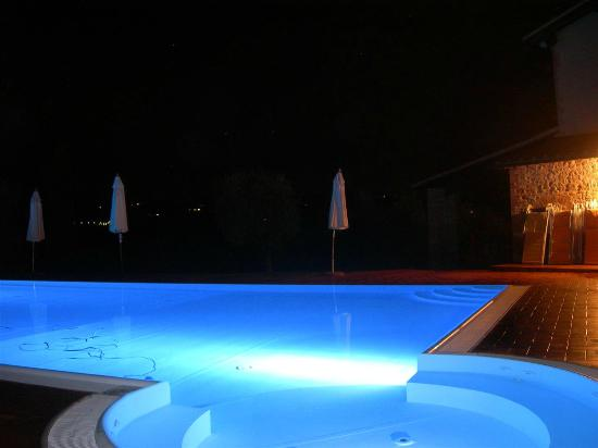 Tenuta Mormoraia: Piscina by night!