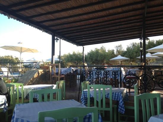 Lito Hotel: eating area