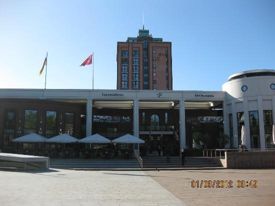 Van der Valk Theaterhotel de Oranjerie: Front aanzicht van het hotel.