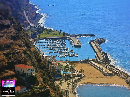 Estreito da Calheta, Portekiz: FREE white sand beaches Supermarket Restaurants Cafes less than 10 mins from Paul do Mar