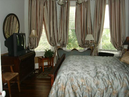Carroll House Bed and Breakfast : Sunset Room