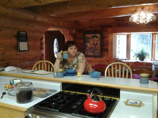 Bear Paw Lodge: Breakfast area. Full kitchen