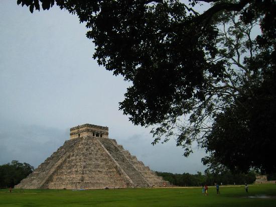 El Castillo: 朝一番、観光客の少ない遺跡を楽しむ