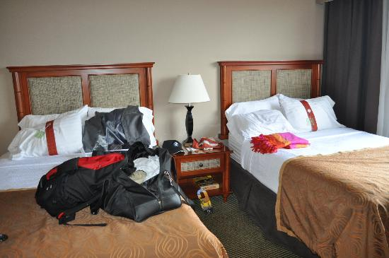 Holiday Inn Austin-Town Lake: Small beds and dirty carpet