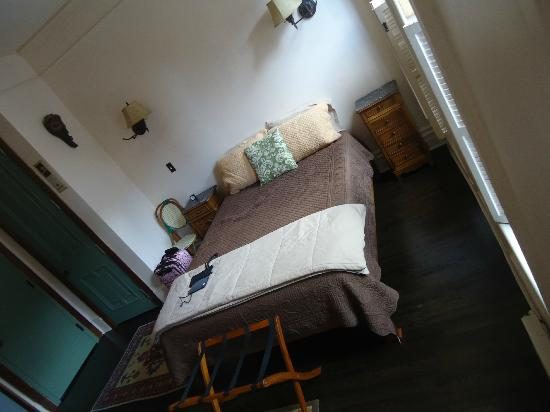 Margot Guest House: Very comfortable bed!