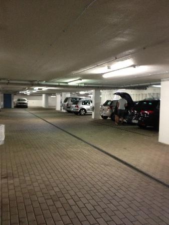 B&B Hotel Nürnberg-City: Парковка