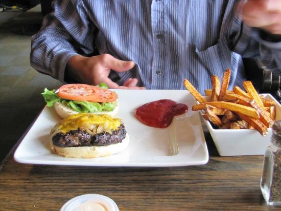 Gold Rush Inn : Big Burger & fries
