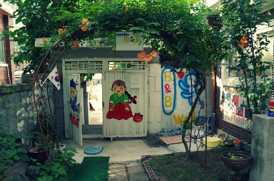 Martin B&B: The nice little garden area :)