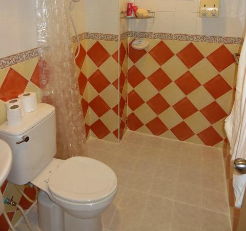 Summer Breeze Hotel: Summer Breeze bathroom