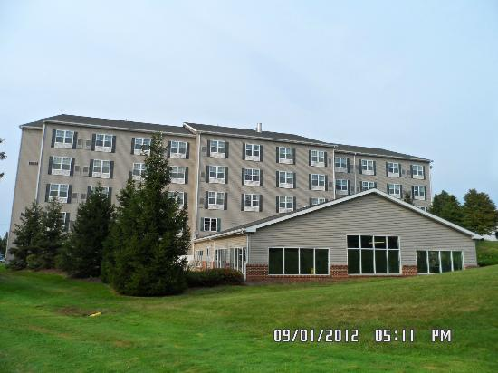 Country Inn & Suites By Carlson, Lancaster (Amish Country): Back of the Inn