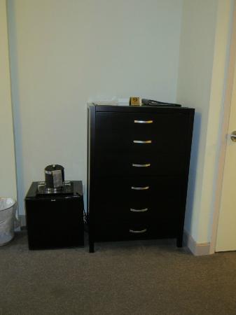 414 Hotel: Mini Fridge and bureau