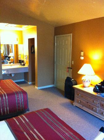 Headwaters Lodge & Cabins at Flagg Ranch: comfortable room