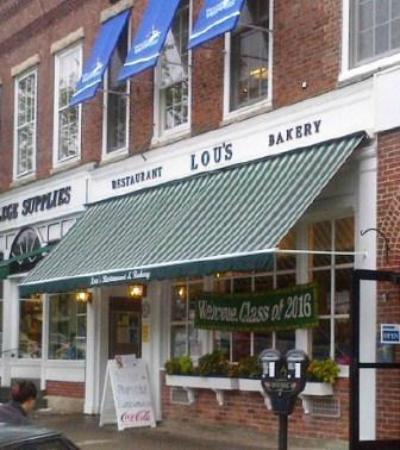 Lou's Restaurant and Bakery: Lou's front door