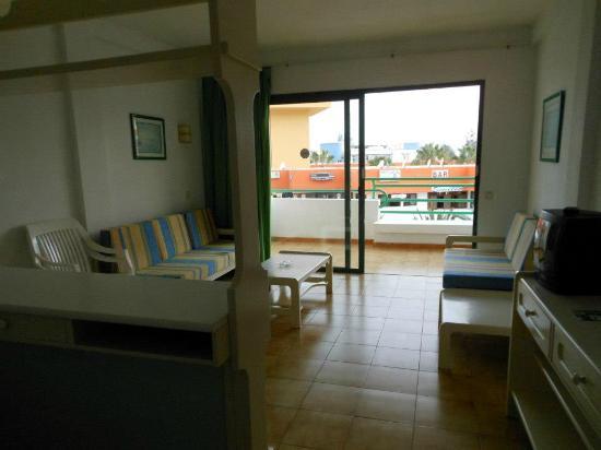 Alameda de Jandia Aparthotel: Salotto e terrazzo