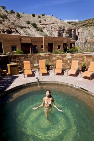 Ojo Caliente Mineral Springs Resort and Spa: The private Kiva Pool is available to guests lodging in the suites with extending soaking hours.