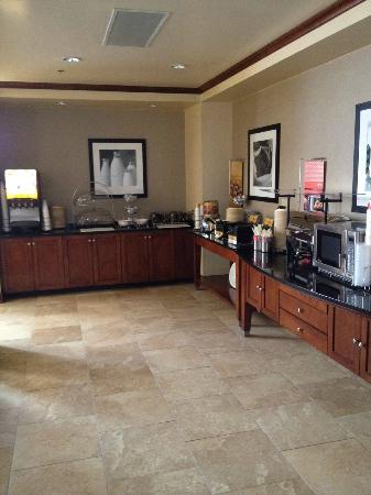 Hampton Inn & Suites Florence-North/I-95 : Free Breakfast Area