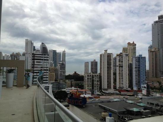 Hard Rock Hotel Panama Megapolis: View from the pool area