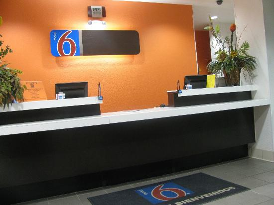 Motel 6 Eagle Pass Lakeside : Front lobby