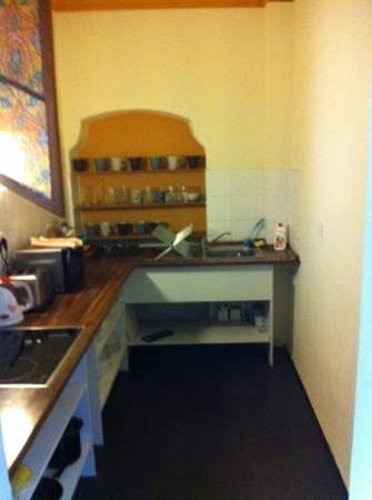 Charles Bridge Economic Hostel: kitchen