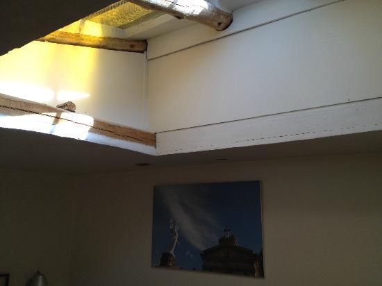 ساكاند هوم كوسكو: Skylight in the bedroom of the Patio Suite 