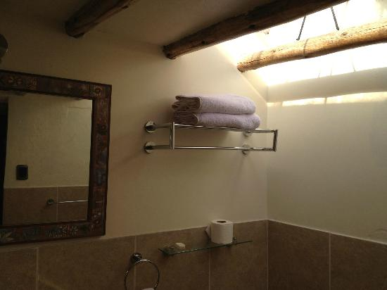 Second Home Cusco: Skylight in the bathroom of the Patio Suite