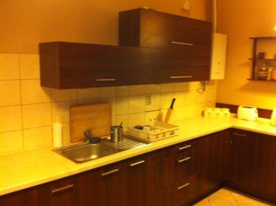 Heynow Hostel : kitchen