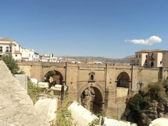 La Ciudad: El Puente Nuevo