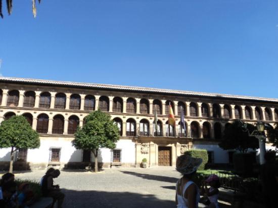 La Ciudad: Ayuntamiento - city hall