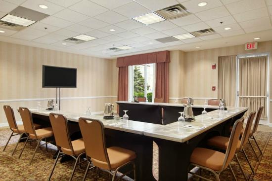 Meeting room photo de hilton garden inn chicago for 1000 drury lane oakbrook terrace illinois 60181
