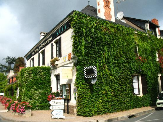 Auberge du Bon Laboureur: Front of the hotel