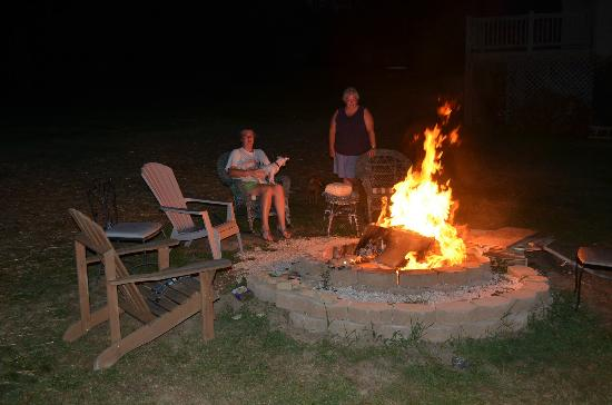 Banner Haven B&B and Cabin Rentals: Fire Pit