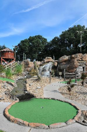 Evie's Family Golf Center: Mini Golf