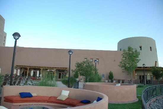 Sandia Resort & Casino : Pool area, right side as facing hotel