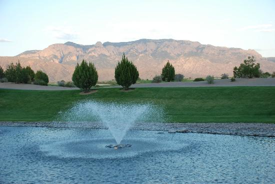 Sandia Casino & Resort: Sandia Mountain at sunset, viewed from Pool area