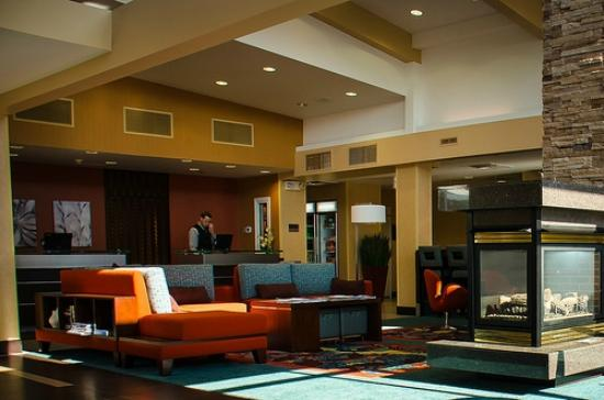 Residence Inn Duluth: Lobby/part of the eating area