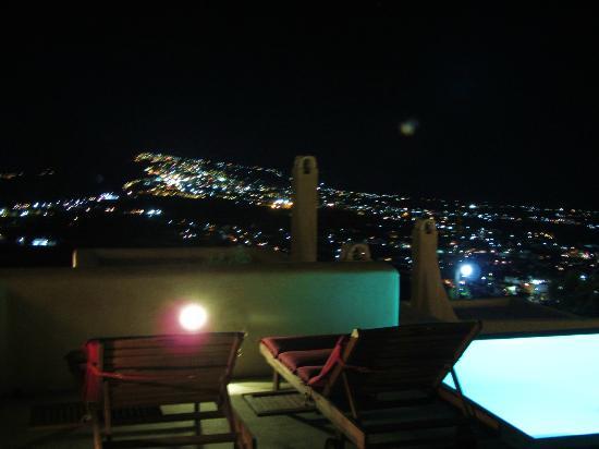 Voreina Gallery Suites: Night view