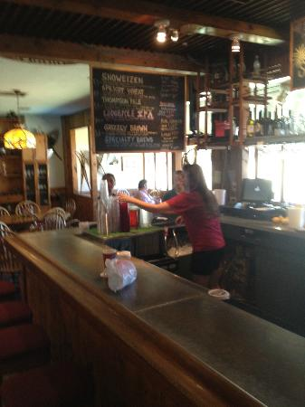 Snowshoe Brewing Co: Large bar area