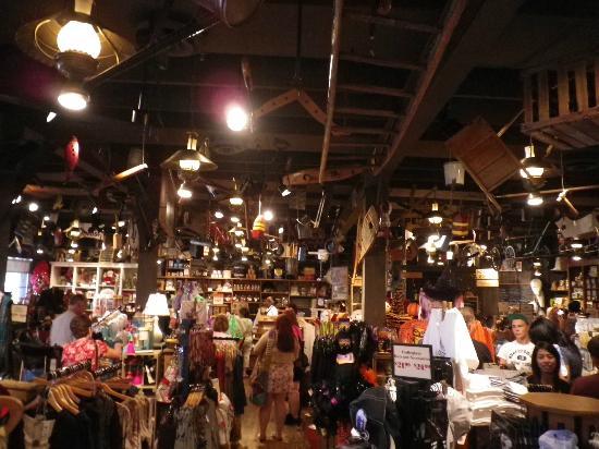 Cracker Barrel Old Country Store and Restaurant: inside the Cracker Barrel - gift shop