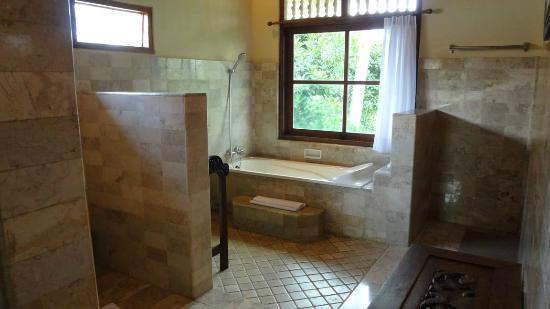 Alam Indah: il bagno...comodo e spazioso!