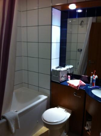 Premier Inn Southampton West Hotel: bathroom